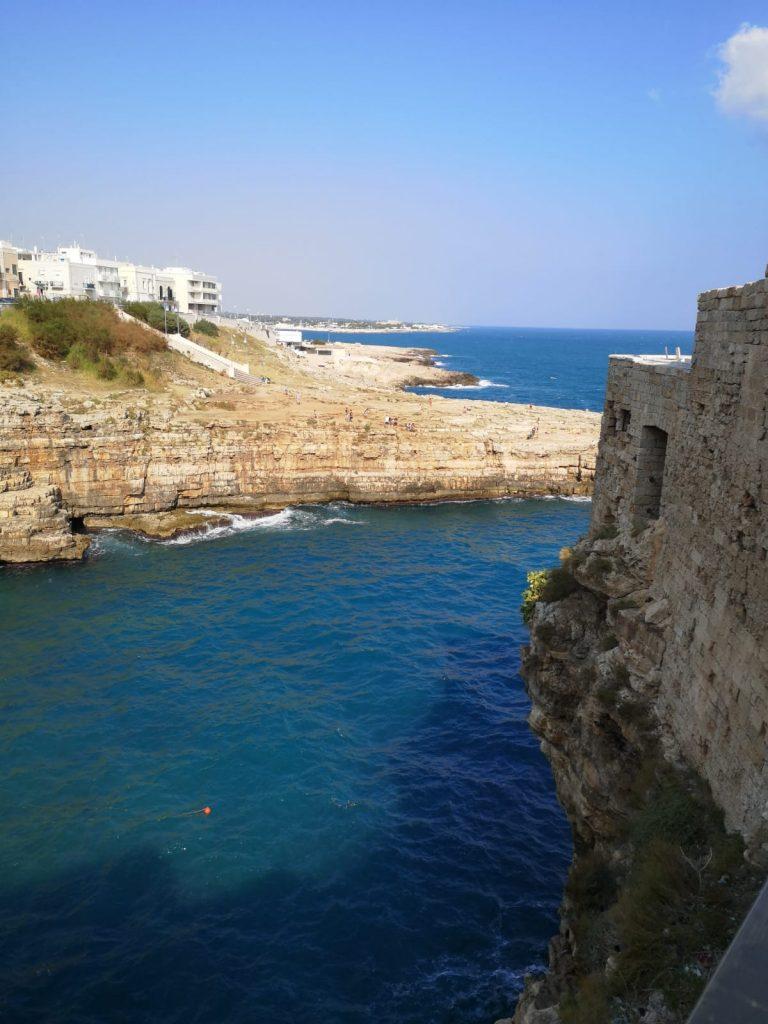 Blick von Polignano auf die Küste